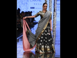 Tabu Graces The Ramp For Gaurang At Lakme Fashion Week Summer Resort