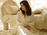 Kareena Kapoor Khan S White Suit Look From Laadki In Angrezi Medium