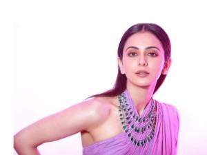 Rakul Preet Singh In Lavender Saree At Zee Cine Awards