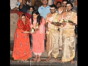 Sara Ali Khan S Salwar Suit For Ganga Aarti