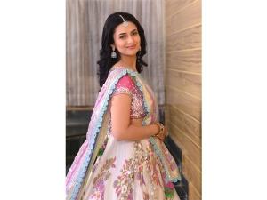 Divyanka Tripathi Dahiya S Lehenga Look Photoshoot