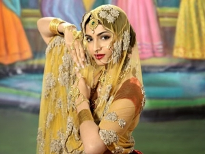 Sonam Kapoor Ahuja Superbly Pulls Off Madhubala S Iconic Look From Mughal E Azam