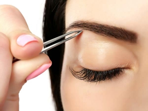 Tips To Make Trimming The Eyebrows At Home Less Painful