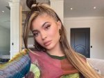 Kylie Jenner S Top Knot And Pink Make Up Screams Summer