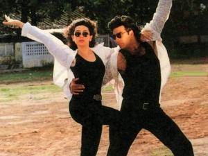Karisma Kapoor And Akshay Kumar S Twinning Picture From Karisma Kapoor S Instagram