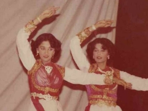 Madhuri Dixit Nene And Her Sister S Childhood Picture Of Dancing Together Is Super Adorable