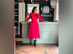 Manikarnika Actress Kangana Ranaut In A Pink Dress And Black Boots