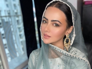 Jai Ho Actress Sana Khan In A White Sober Suit And Green Dupatta
