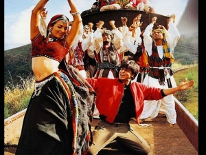 Shah Rukh Khan And Malaika Arora S Look In Chaiyya Chaiyya