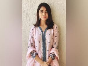 Mrunal Thakur S Pink Festive Attire On Instagram