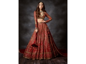 Saaho Actress Shraddha Kapoor S Red Bridal Wear At The Fdci India Couture Week