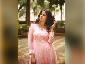 Sai Tamhankar S Diwali Fashion Wardrobe
