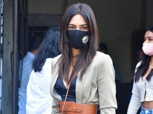 Prerna Sharma Aka Erica Fernandes Steps Out For Girl S Day Out In Chic Outfit
