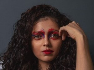 Drashti Dhami's Bold Make-Up Look Highlighted By Dramatic Eyes And Reflected Lips Will Leave You Jaw Drop!