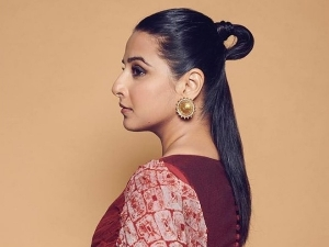 Vidya Balan S Half Up Loop Bun Hairstyle Is Perfect To Flaunt On Promise Day
