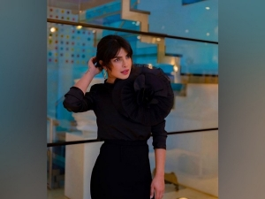 Priyanka Chopra S Stunning Black Outfit For The White Tiger Promotions