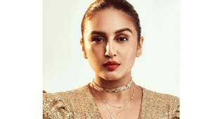 Huma Qureshi S Dewy Makeup Look With Gold Dress For Maharani Promotions