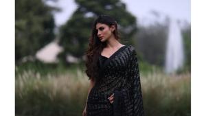 Baithe Baithe Actress Mouni Roy S Black Saree Look On Instagram