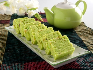 Holi Special Recipe: Pista Barfi