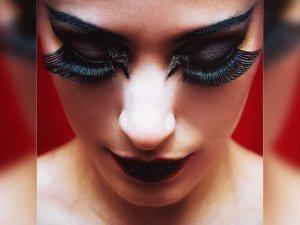 Home Remedies To Grow Eyelashes