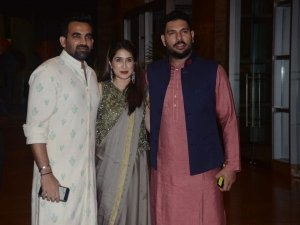 Crushing On MS Dhoni And Zaheer Khan's Desi Looks? So Are We!