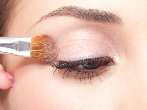 Master The Art Of Cut Crease Eye Make-up Look With These Essential Tips