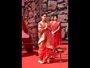 Kangana Ranaut Makes A Royal Entry In Her Red Sari At The Trailer Launch Of Manikarnika