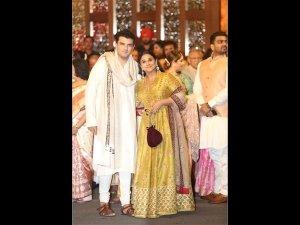 Vidya Balan & Siddharth Roy Kapur Stun In Graceful Outfits At Isha Ambani's Wedding