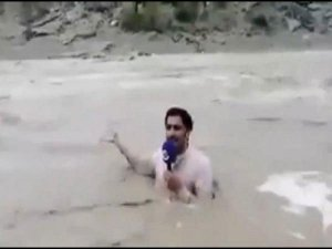 A Journalist Stood In Middle Of The Flooded River To Report