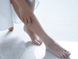 14 Home Remedies For Swollen Feet During Pregnancy