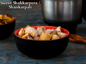 Sweet Shakkarpara Recipe