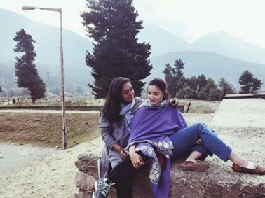 Alia's Casual Style With A Shawl