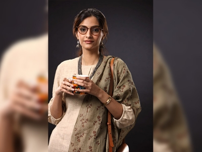 Simple Yet Fantastic; Sonam Kapoor's Nerdy Look Decoded From PadMan