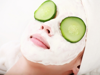 Coconut oil when mixed with cucumber gives you a glowing and soft skin.