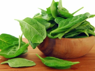 Spinach is rich in minerals that help in promoting hair growth.