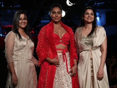 Bipasha Basu Stuns At LFW 2018