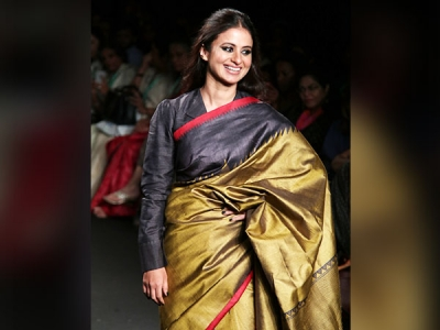 Rasika Dugal's Simple Sari At LFW 2018