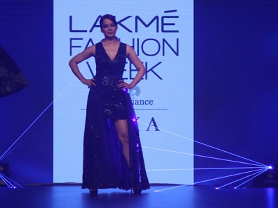 Kangana's Blue Dress Is Wow At LFW 2018