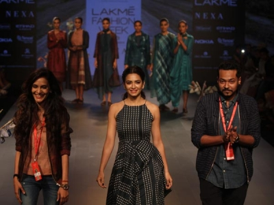 Kriti Kharbanda Wows At LFW 2018