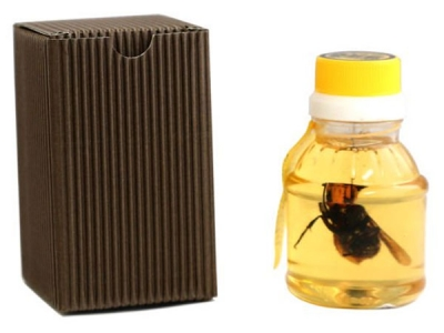 They Sell Honey With Dead Giant Hornets