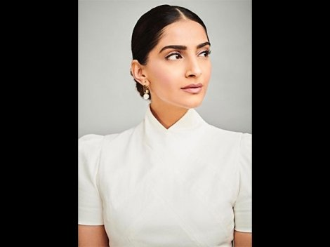 Fashion Can Transcend The Barriers Of Time, Proves Sonam Kapoor Ahuja With Her Vintage Dress