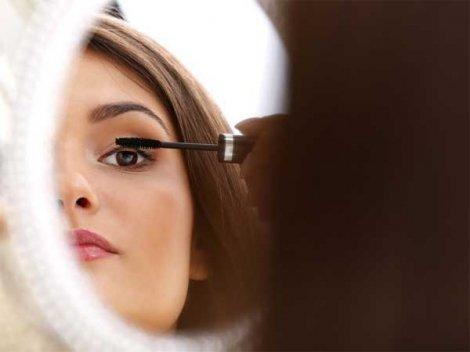 10 Mistakes You Make While Applying Mascara