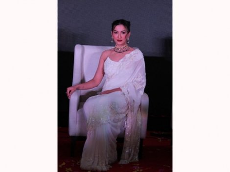 So Gorgeous! Gauahar Khan Looks A Class Apart In Her Embroidered Saree And Gemstone Choker