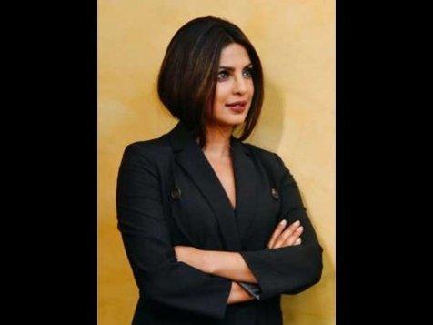 Priyanka Chopra Rocks Her Experimental Look Like A Boss, Again