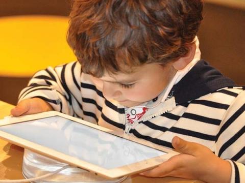 Gadget-Addicted Kids Ignore Parents Too